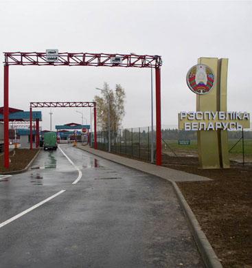 Фото - оформление грузов на таможенном посту в Беларусь