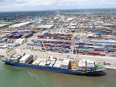 фото морского порта в Либерии